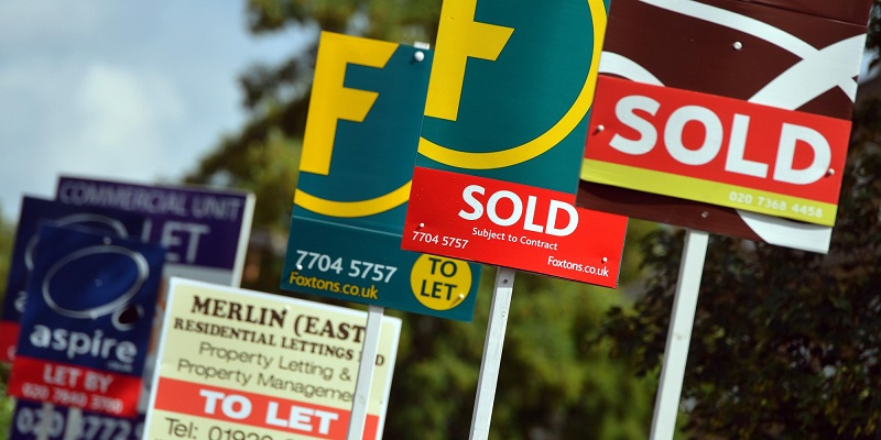 Zoopla says desperate UK homeowners are cutting prices